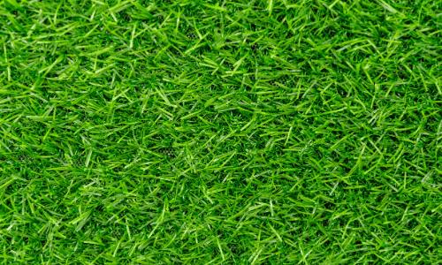 gramado sintético verde em Maricá